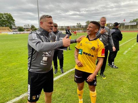 FORNØYD DUO: Shaun Constable og Christoffer Skårn hadde god grunn til å være i kjempehumør etter å ha sendt FFK ut av cupen.