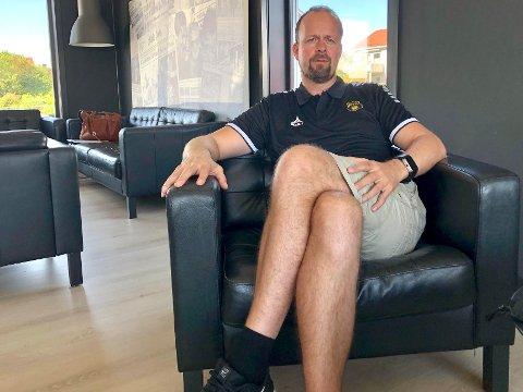 HEKTISK: Det var vært hektisk for MFKs sportssjef Thomas Myhre etter matchen mot Kongsvinger lørdag. – Ja, vi har intensivert jakten på forsterkninger og vi bruker også mye tid på oss selv – for å eventuelt endre ting vi gjør galt. Vi har ingen tid å miste og det må skje noe raskt, forklarer Myhre.