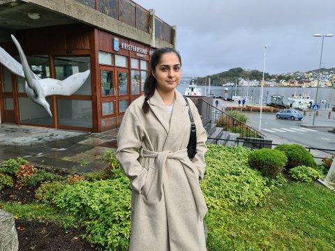 – Jeg har bare møtt snille og åpne folk i Kristiansund. Jeg er heldig som har mange hyggelige kolleger, sier Fatemeh Parsai.