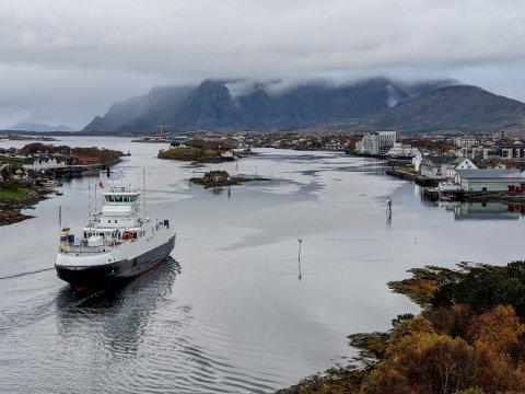 TIL BRØNNØYSUND: Nyferga MF «Heilhorn» ankom Brønnøysund for aller første gang 10. oktober. Ifølge bindalsordfører Britt Helstad er det foreløpig usikkert når den settes inn på sambandet Holm–Vennesund.