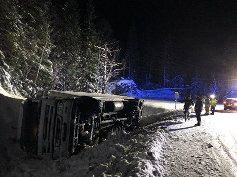 VELTET: Lastebilen kjørte av vegen ved Sibirien like før oppstigninga til Lifjellet.