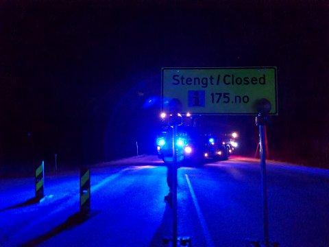 TRAFIKKULYKKE: Torsdag kveld ble det meldt om ei singelulykke ved Horvereidvatnet i Nærøysund. Vegen er stengt ved Mustadlia mellom Åneskorsen og Strøm.