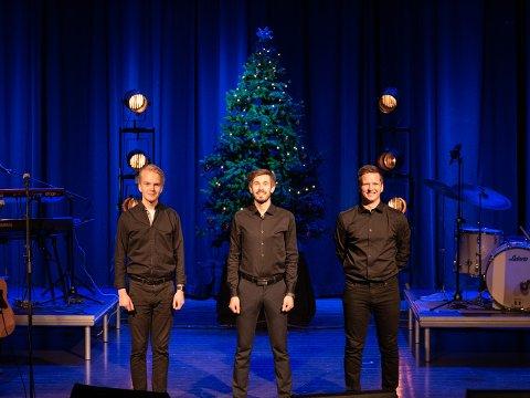 GLEDER SEG: Namdalingene Viktor Stavrum, Åsmund Gevik og Stian Christensen er med i bandet som opptrer i Namsos kirke i kveld. De ser fram til å opptre på heimebane. – Vi som kommer til hjemlige trakter synes nok det er litt ekstra stas, sier Christensen.