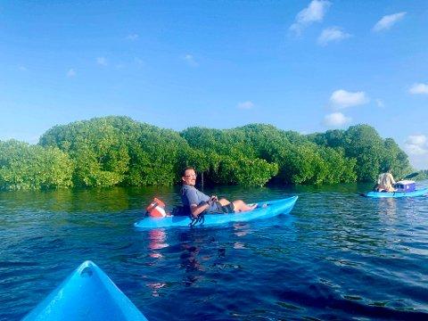 MANGROVESKOG: Enkelte steder på Zanzibar, som her på Uzi Island, vokser det mangroveskog. Dette er trær som vokser i saltvann, og mange steder tiltrekker det seg mange ulike fugleslag. Dette bildet er fra en av flere turer ut i fugleområdene.