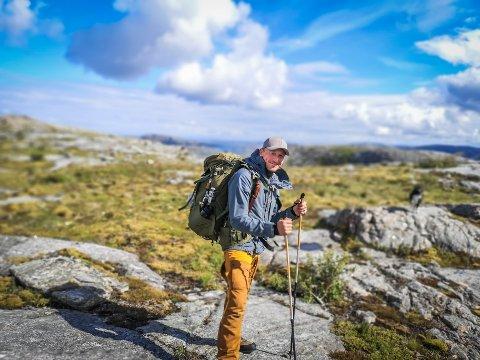 ALVORLIG SYK: Magne Nordfjellmark har alltid vært en aktiv mann, og turer i fjell og mark har vært en yndet fritidssyssel. Men etter at han ble bitt av flått for fire år siden har den ellers så spreke mannen blitt alvorlig syk. Nå har venner og bekjente gått sammen om å samle inn penger sånn at Nordfjellmark kan reise til Polen for å få behandling som ikke tilbys i Norge.