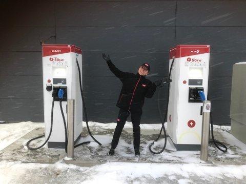 TADAA: Nå kan Anita Dahl og resten av de av ansatte atter en gang tilby lading av elbiler.