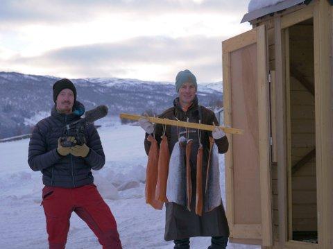 INNSPILLING: Da NA snakket med Terje Valen Høihjelle (til venstre) fra Overhalla – var han i full gang med innspilling av nye episoder med Joar Søhoel til nett-tv-satsinga Jakt- & Villmatkanalen.