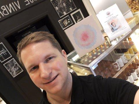 AVVENTER ÅPNING: Espen Fredriksen på Barrique Vinbar venter til trinn to av gjenåpningen etter koronapandemien før han igjen åpner restauranten. Det regner man vil skje i løpet av mai.