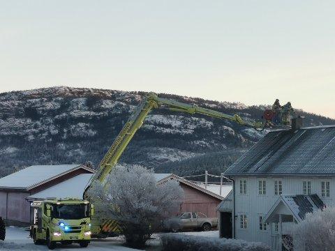 PIPEBRANN: Ifølge brannvakta ble det ingen store skader etter at det brøt ut pipebrann i en bolig sør for Bangsund fredag formiddag.