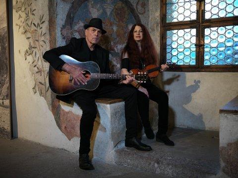 TIL NAMSOS: Scarlet Rivera er kjent for sitt samarbeid med Bob Dylan på 70-tallet, og i november kommer hun til Namsos. Både for å opptre under den store konserten i NTE Arena lørdag 6. november, og sammen med Eric Andersen dagen etterpå.