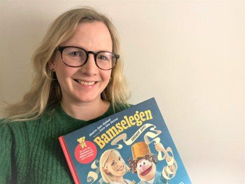 FORFATTERDEBUT: Marita Abel-Grüner (38) fra Namsos er aktuell med sin første barnebok, «Bamselegen ordner opp». Den er basert på tv-serien «Bamselegen», og i boka tar namsosingen opp tema som kreft og korona.