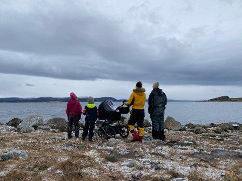 PENDLER: Kristine Sverdrup og familien har bosatt seg på Buøya på Salsbruket, og er derfor avhengig av å pendle – ofte flere ganger daglig.