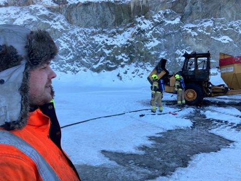 DRAMATIKK: Ole Petter Lie (27) måtte hoppe ut av førerhuset på dumperen han kjørte, da det plutselig begynte å brenne onsdag formiddag.