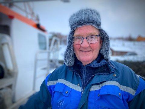 FOR TIDLIG Å LEGGE INN ÅRENE: Steinar Tørriseng (77) er aktiv fisker og folkevalgt for Venstre i Leka. I januar har han i snitt dratt inn 500 kilo sei de 15 dagene han har vært på sjøen.