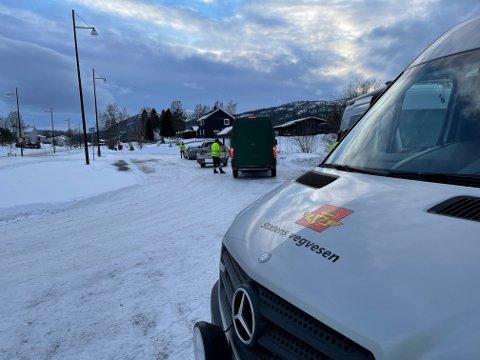 Kontroll: Uteseksjonen i Statens vegvesen fikk nok å gjøre under kontrollen i Harran onsdag kveld, som blant annet resulterte i tre anmeldelser.