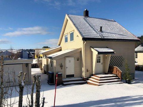 2,25 MILL: Idrettsvegen 11 er solgt for kr 2.250.000 fra Per Olav Geving til Jørgen Wennevold og Liv Malin Sætnan.
