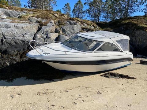 TA KONTAKT: Savner du denne båten bør du ta kontakt med politiet.