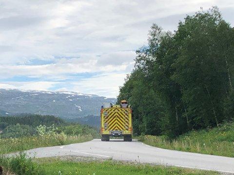 RYKKET UT: Brannvesenet rykket ut da de fredag morgen fikk melding om en sotbrann på Høylandet.