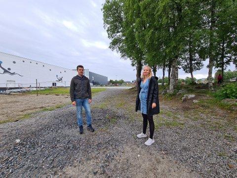 UTEOMERÅDET: Landskapsarkitekt Ingrid Wendelbo og prosjektleder Trond Stian Jenssen ønsker å tilrettelegge for alle, uansett alder og forutsetninger, i den nye parken på Kolvereid.