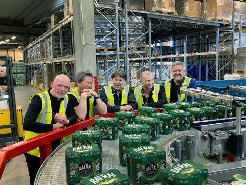 ENDELIG: Nesten fire år etter at planene om et eget øl ble lagt kom de første boksene ut av tappemaskinene på Aass bryggeri Drammen 20. mai i år.