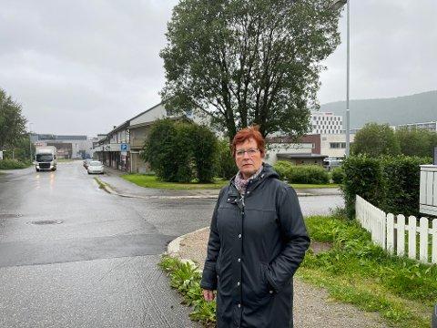 VENTER På AT DET SMELLER: Torunn Pedersen er redd for at det snart vil skje en ulykke i Vika, hvis ikke noe gjøres: – Jeg har sett det jeg vil karakterisere som veldig små unger suse nedover gata på elsparkesykkel uten å ta hensyn til høyreregelen.