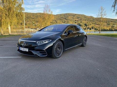 KRAFTIG PRISHOPP: Både Ap og Sp har gått til valg på at de ønsker å innføre moms på den delen av prisen på elbil som overstiger 600.000 kroner. Det kan ramme elbiler som Mercedes EQS hardt.