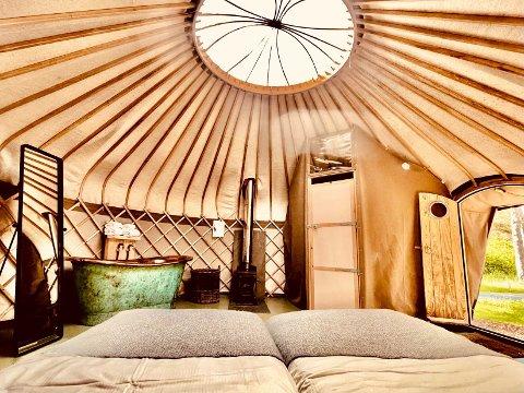 LUKSUS: Glampingkonseptet Canvas har destinasjoner i både Telemark og Hove i Arendal. På Canvas Hove kan man tilbringe natten i en av de såkalte «luksus-yurtene», hvor man har tilgang på både badekar og eget toalett. Foto: Canvas Hove