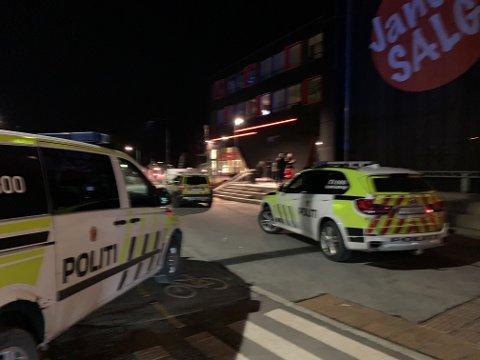 Politiet måtte rykke ut for å håndtere åtte personer som barket sammen.