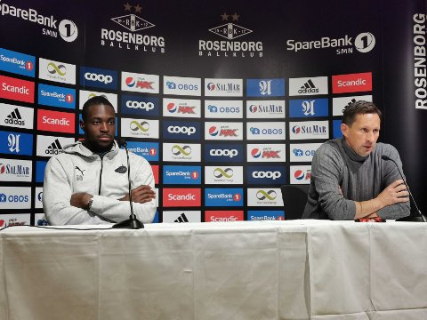 PSV-keeper Yvon Mvogo og trener Roger Schmidt kunne si seg fornøyd med avansement. De smilte også over stuntet til et knippe RBK-fans.