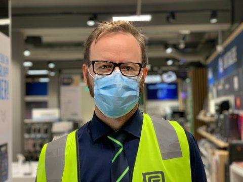 Kai Arne Sollie er varesjef ved Elkjøp i Nordre gate og forteller at årets Black Friday allerede er annerledes enn ved tidligere år.