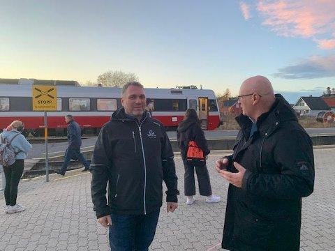 PROVOSERT: Sp-politikerne Ole Herman Sveian og Steinar Aspli lar seg provosere over samferdselsminister Knut Arild Hareide når han sier at Staten ikke har forpliktet seg til to tog i timen på Trønderbanen fra 2024.