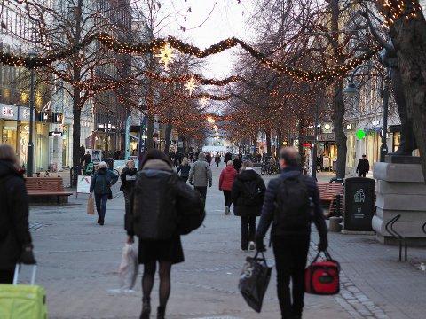 Det har vært rekordmange påviste smittetilfeller i Trondheim denne uken. Torsdag gikk kommunen ut med en anbefaling til sine innbyggere om å bruke munnbind.