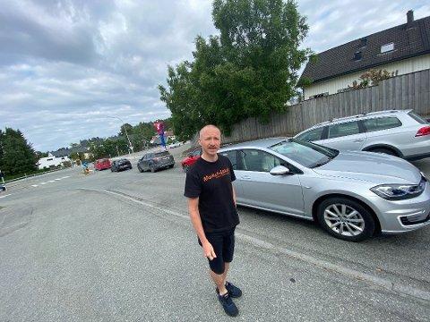 Torkil Valla bor på Charlottenlund, og har engasjert seg i bydelens trafikk-situasjon.