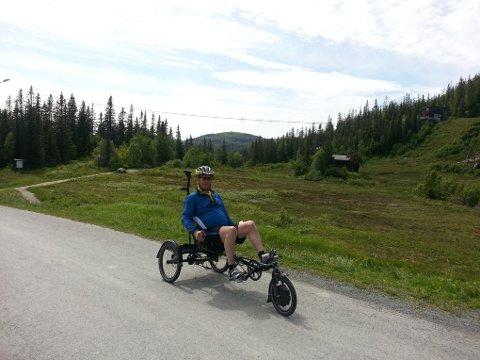 Jan Otto Selnes har hatt mange fine turer på sykkelen. Nå håper han at den dukker opp igjen.