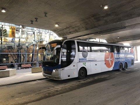 VISTE SKJØNN: Unibuss har satt en maksgrense på 30 passasjerer, men viste skjønn 10. mars. Da var en smittet om bord i bussen.