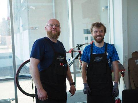 Anders Midthun Brun og Øyvind Strømsholm Pettersen ler mye i lag, til tross for mye arbeid.