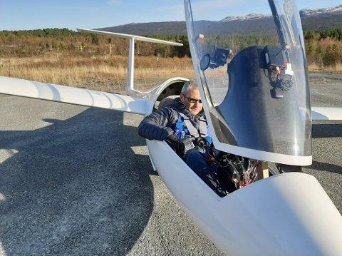 Geir Waterloo ble bitt av seilflybasillen i 2018. Nå er han styreleder i NTNU flyklubb.