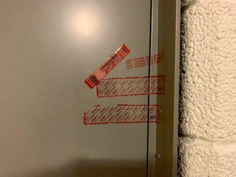 Politiet har forseglet døren på adressen til siktede.