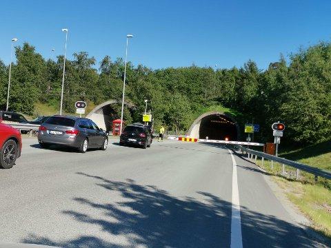 Sjåførene måtte snu med innløpet til Grilstadtunellen.