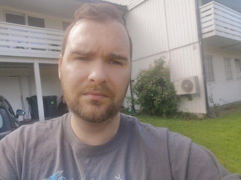 Stein Inge Nyrud (36) mistet nylig sin mor. Nå vet han ikke om han vil klare å dekke alle kostnadene i forbindelse med begravelsen.