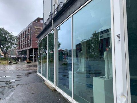 Klesbutikken Nü i Innherredsveien har stengt dørene. Nå åpner eieren snart et nytt konsept i samme lokaler, skriver butikken på Facebook.