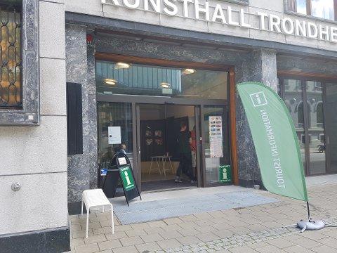 Ifølge turistkontorets egen hjemmesider kan du her få hjelp til å planlegge din dag i byen, bestille hotellrom i Trondheim og få tips til dagsturer. Nå stenger de midlertidig.