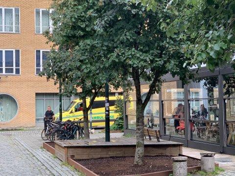 RYKKET UT: Ambulanse rykket til stedet.