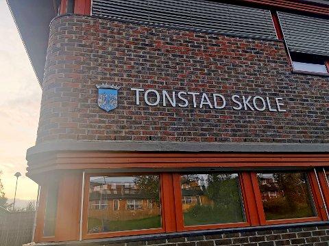 FØLGES OPP: Det meldes om flere utfordringer på Tonstad skole. Nå har oppvekst- og utdanningsdirektør Camilla Trud Nereid orientert om situasjonen.