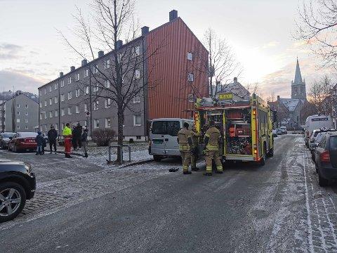 Ambulanse, brann og politi har rykket ut til Lademoen.