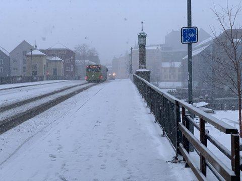 SNØ: Det blir snøbyger både lørdag og søndag denne helgen.