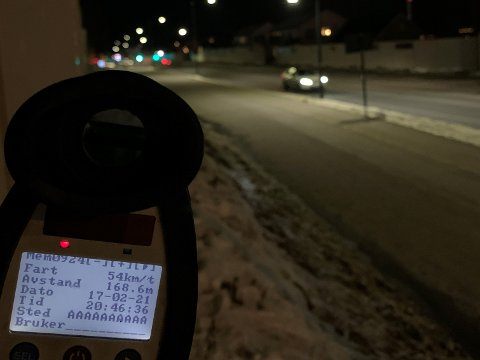 Et førerkort ble beslaglagt og femten forelegg for fart ble skrevet ut onsdag kveld.