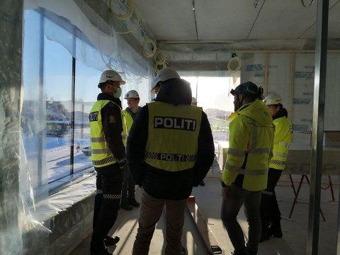 Politiet på Heimdal fikk denne uken se  hvordan den nye politistasjonen kommer til å se ut. Seksjonsleder Ole Petter Ustad forteller at de glader seg til å flytte inn i  oktober.