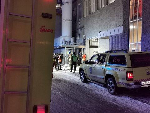 Brannvesenet rykket ut til varmeteknisk laboratorium på Gløshaugen tirsdag ettermiddag, etter melding om smell og røykutvikling.