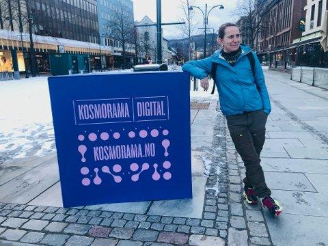 Kosmoramas festivaldirektør Silje Engeness har blitt nødt til å fjerne markedsføringsboksene fra byens gater på grunn av været, og på grunn av Korona har de valgt å gjøre den 17. utgaven av byens filmfestival heldigital. Hun medgir at det er litt annerledes.
